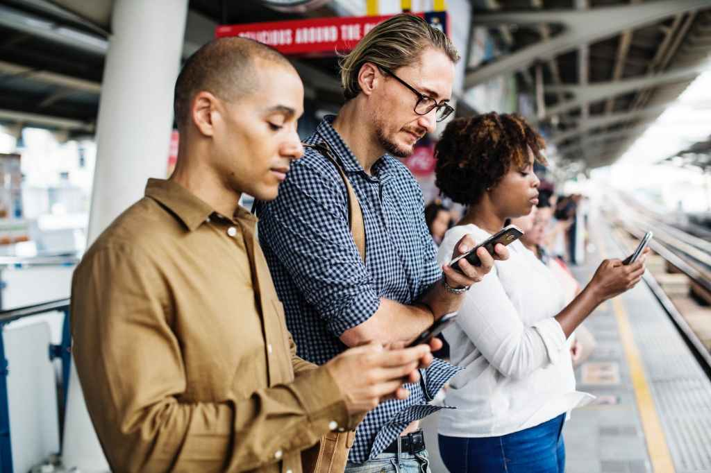 Feeling Lost in The Age of the Smartphone  https://keeper.marketing   #copywriting #contentmarketing #smartphone  #socialmedia